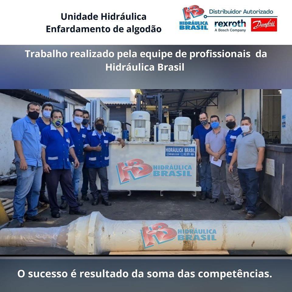 """A imagem pode conter: 4 pessoas, texto que diz """"Unidade Hidráulica Enfardamento de algodão BRASIL Distribuidor ibuidor Autorizado rexroth Danforss ABosch Trabalho realizado pela equipe de profissionais da Hidráulica Brasil DRA HIDRÁULICA BRASIL HIDRÁULICA BRASIL o sucesso é resultado da soma das competências."""""""